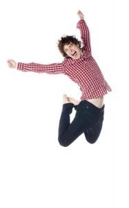 energieke man springt gat in de lucht