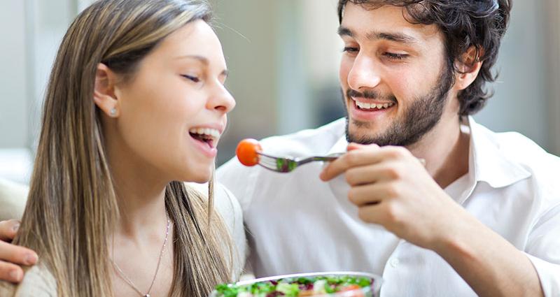 stichting-gezondheid-gezond-paar-etend